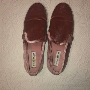size 8, Steve Madden sneaker. pink fabric